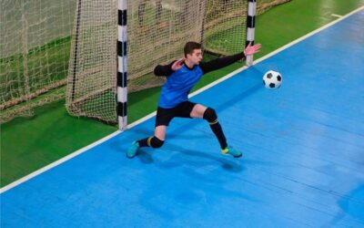 futsal goal keeper not wearing gloves